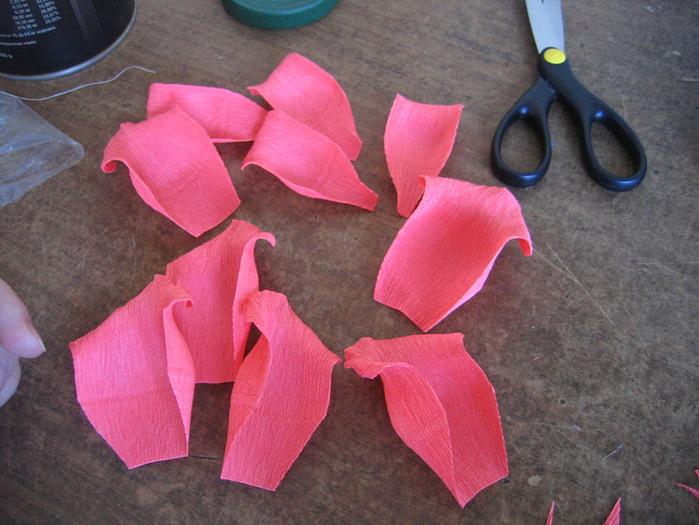 Розы из гофрированной бумаги своими руками: пошаговые инструкции для начинающих этап 14