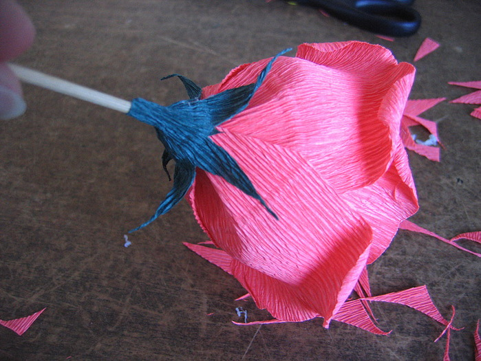 Розы из гофрированной бумаги своими руками: пошаговые инструкции для начинающих этап 20