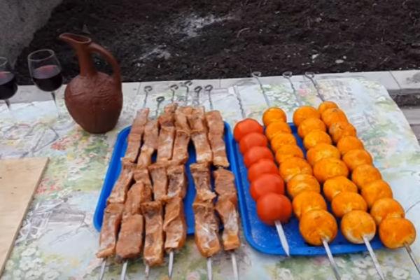 Шашлык из рыбы на мангале. Какую рыбу выбрать и как приготовить шашлык из рыбы этап 9