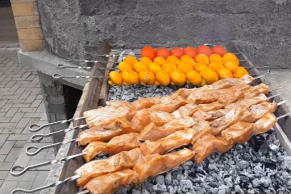 Шашлык из рыбы на мангале. Какую рыбу выбрать и как приготовить шашлык из рыбы этап 10
