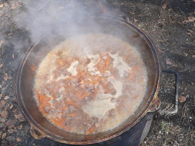 Плов на костре в казане: рецепт плова по-узбекски этап 7