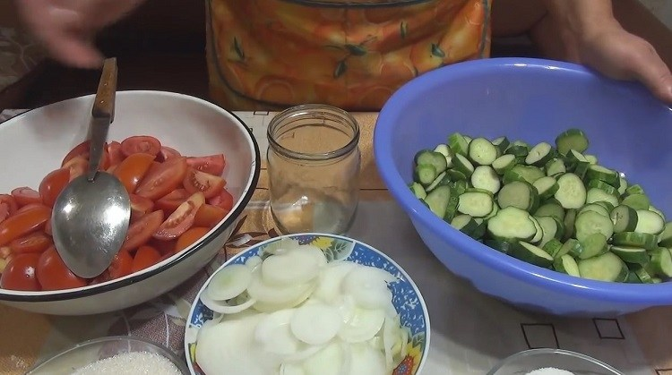 Огурцы в томате на зиму — 6 обалденных рецептов этап 29