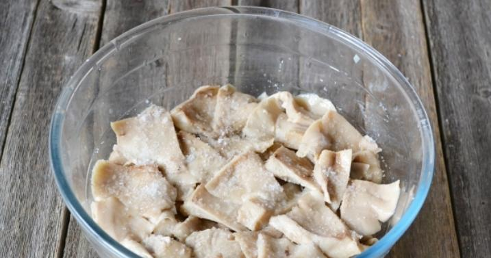Грузди, соленые горячим способом в банках на зиму по рецептам быстрого приготовления этап 10