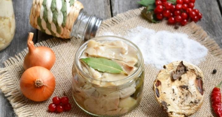 Грузди, соленые горячим способом в банках на зиму по рецептам быстрого приготовления этап 2