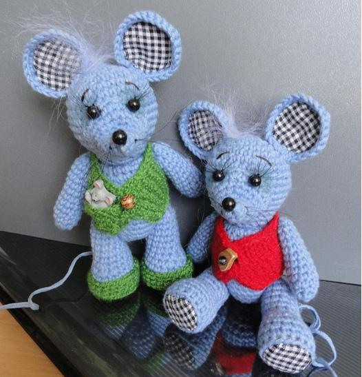 Вязаные мышки и крысы крючком со схемами и описанием. Мастер-классы игрушек амигуруми для начинающих этап 63