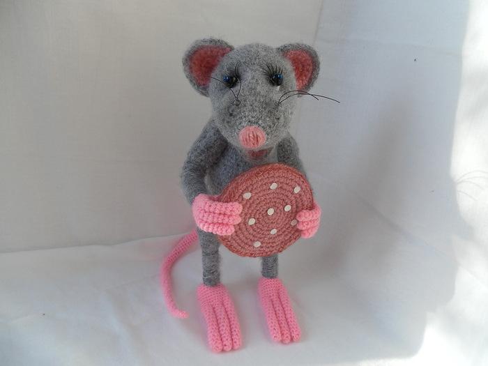 Вязаные мышки и крысы крючком со схемами и описанием. Мастер-классы игрушек амигуруми для начинающих этап 56