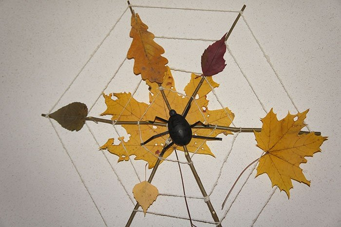 Осенние поделки из листьев своими руками (все новинки для детей детского сада и школы) этап 25