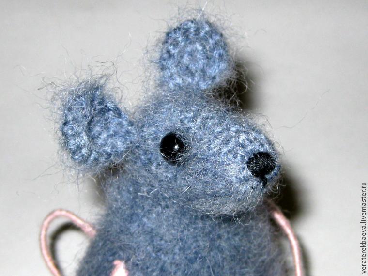 Вязаные мышки и крысы крючком со схемами и описанием. Мастер-классы игрушек амигуруми для начинающих этап 18