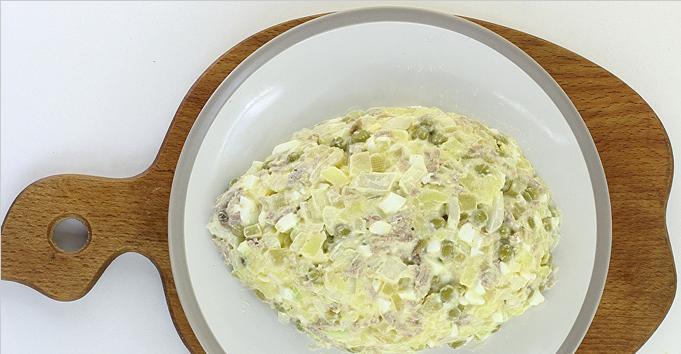 Салат в виде крысы (мышки) на Новый год 2020. Топ 8 рецептов новогодних салатов этап 26