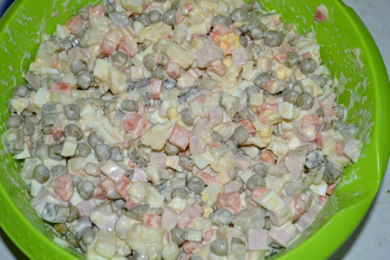 Салат в виде крысы (мышки) на Новый год 2020. Топ 8 рецептов новогодних салатов этап 10