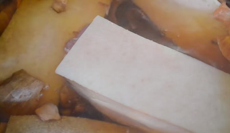 Как сварить сало в луковой шелухе? 7 самых вкусных рецептов этап 5