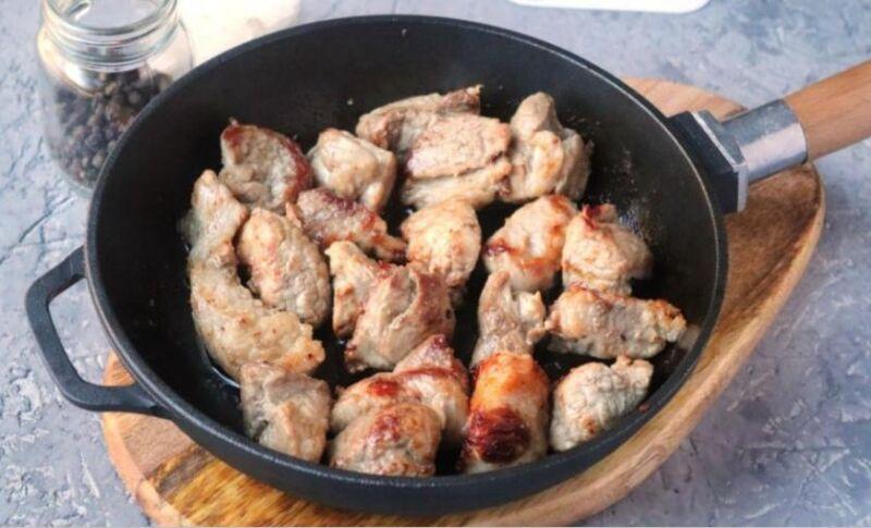 Свинина на сковороде: 9 простых и вкусных рецептов этап 27