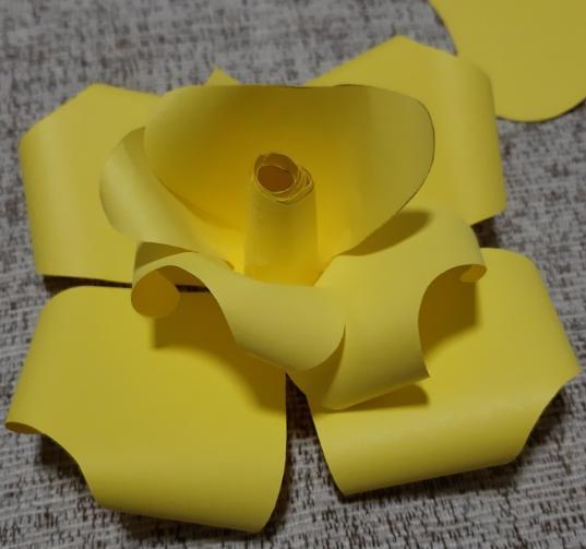 Цветы из бумаги — схемы и шаблоны для создания бумажных цветов этап 27