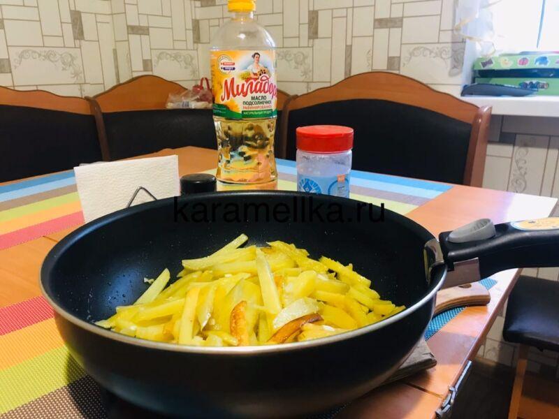 Жареная картошка на сковороде с чесноком (рецепт картофеля с хрустящей корочкой) этап 1