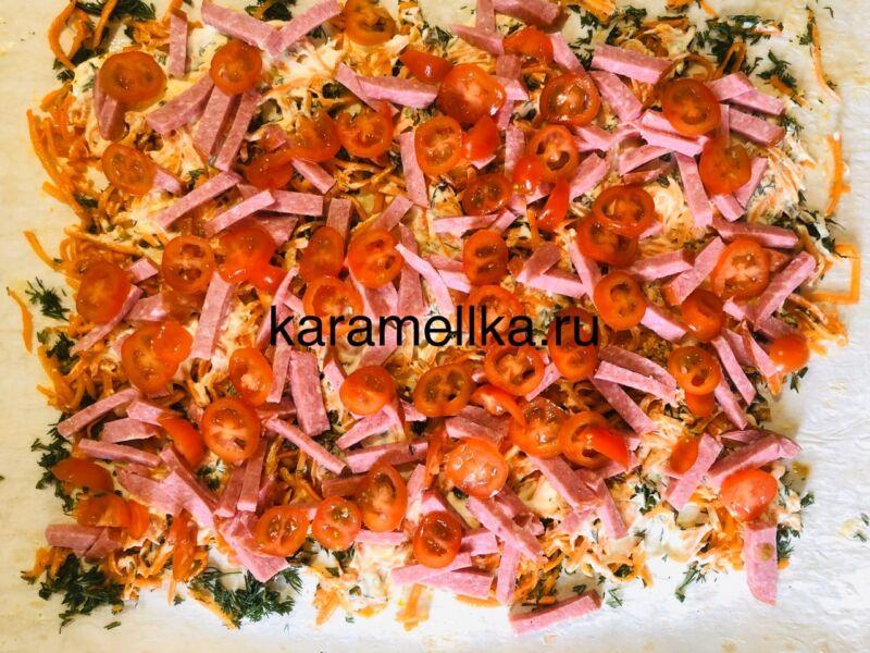 Рулет из лаваша с корейской морковкой и колбасой. Простой рецепт рулета из лаваша с начинкой этап 11
