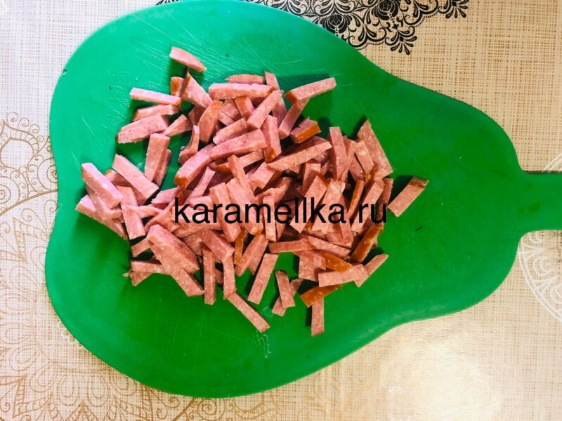 Рулет из лаваша с корейской морковкой и колбасой. Простой рецепт рулета из лаваша с начинкой этап 8