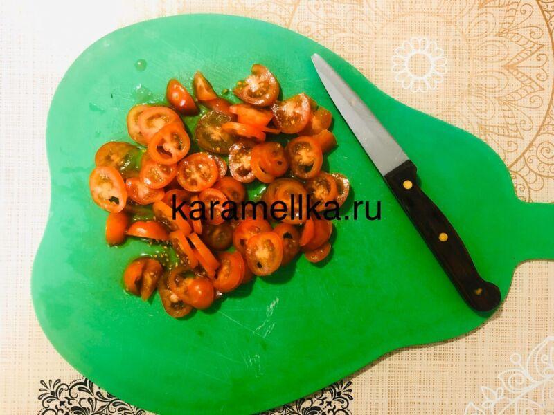 Рулет из лаваша с корейской морковкой и колбасой. Простой рецепт рулета из лаваша с начинкой этап 10