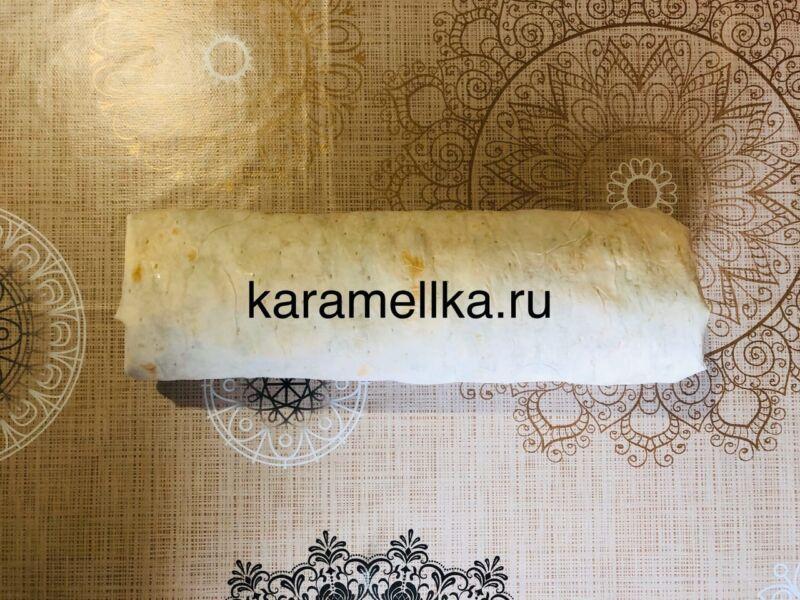 Рулет из лаваша с корейской морковкой и колбасой. Простой рецепт рулета из лаваша с начинкой этап 15
