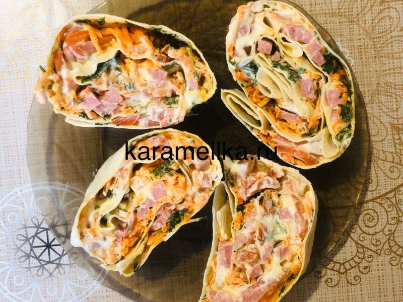 Рулет из лаваша с корейской морковкой и колбасой. Простой рецепт рулета из лаваша с начинкой этап 18