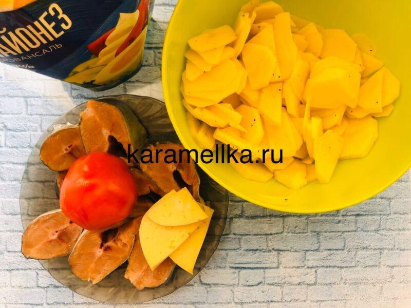Горбуша запеченная с сыром и помидорами в духовке этап 5