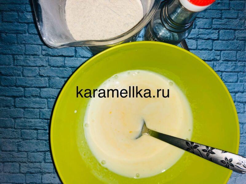 Пышные оладьи на кефире без дрожжей — рецепт с содой и яйцом этап 6