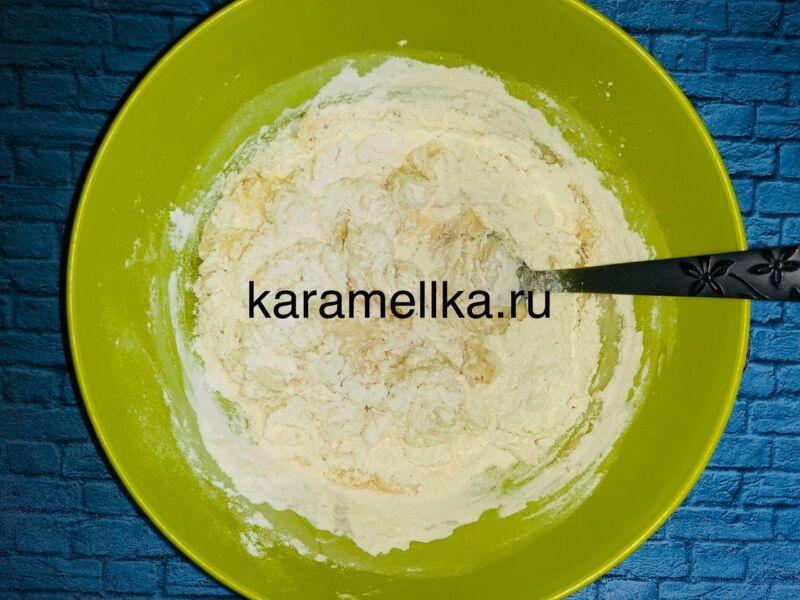 Пышные оладьи на кефире без дрожжей — рецепт с содой и яйцом этап 7