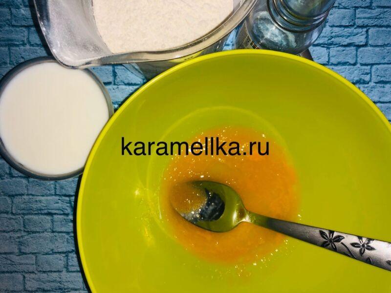 Пышные оладьи на кефире без дрожжей — рецепт с содой и яйцом этап 5