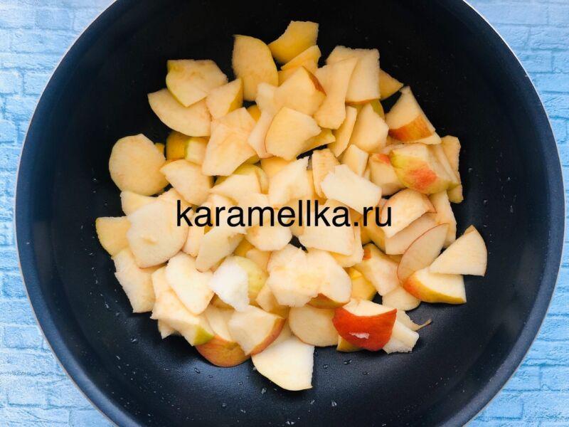 Пышная шарлотка с яблоками в духовке (классический рецепт) этап 3