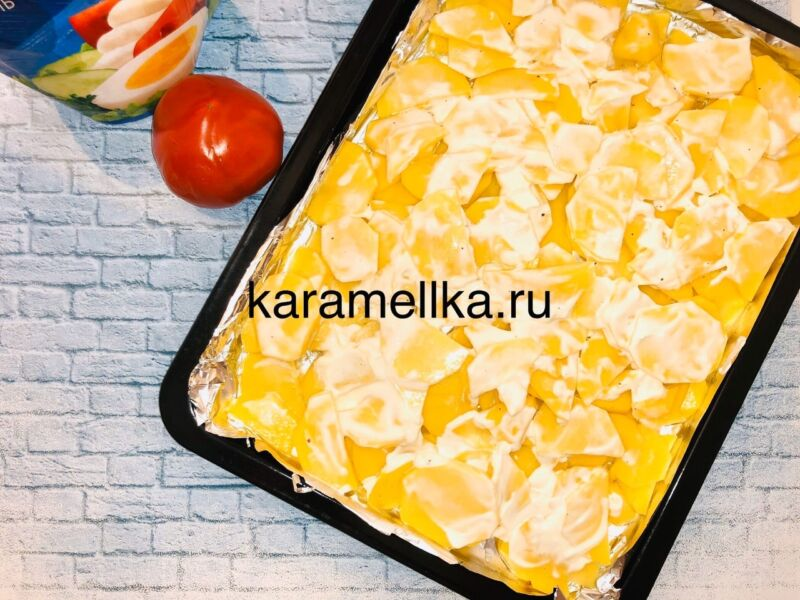 Горбуша запеченная с сыром и помидорами в духовке этап 7