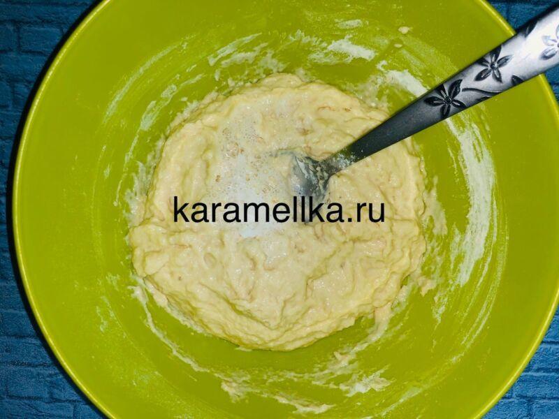 Пышные оладьи на кефире без дрожжей — рецепт с содой и яйцом этап 9
