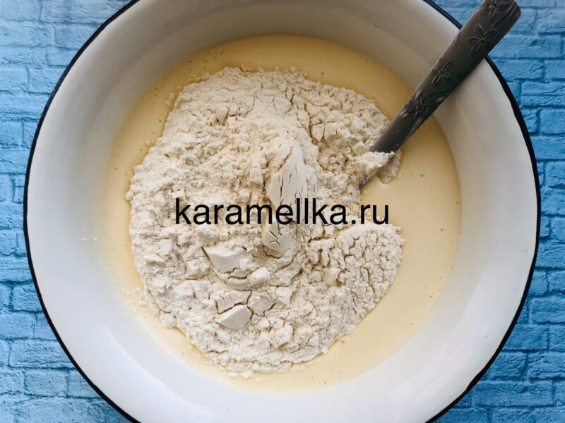 Пышная шарлотка с яблоками в духовке (классический рецепт) этап 6