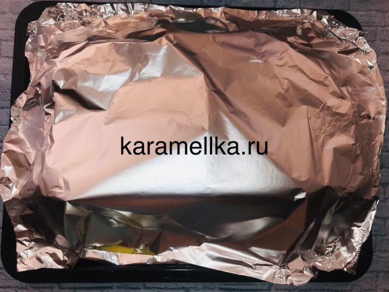 Горбуша запеченная с сыром и помидорами в духовке этап 11