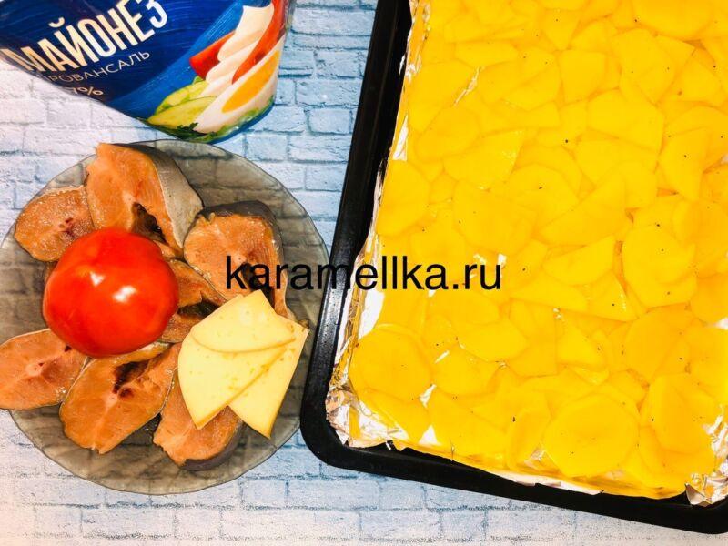Горбуша запеченная с сыром и помидорами в духовке этап 6