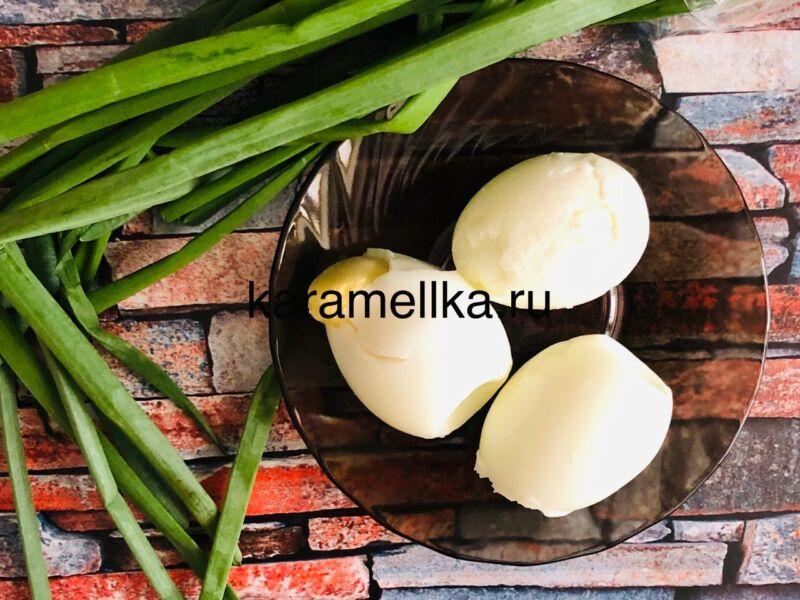 Жареные пирожки с луком и яйцом на сковороде — рецепт на кефире этап 6