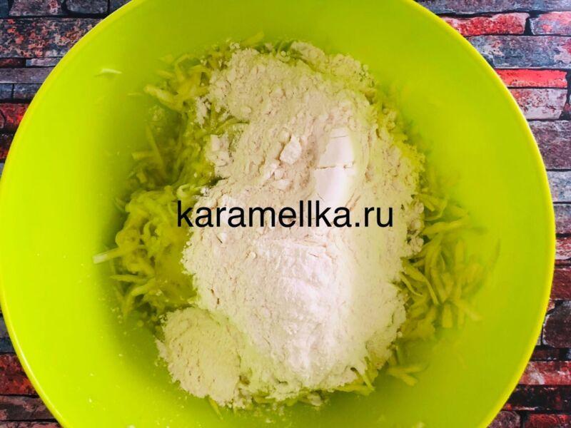 Самый вкусный рецепт оладьев из кабачков на сковороде этап 7