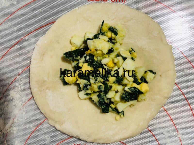 Жареные пирожки с луком и яйцом на сковороде — рецепт на кефире этап 11