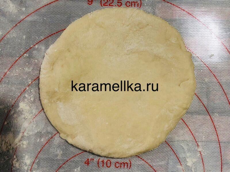 Жареные пирожки с луком и яйцом на сковороде — рецепт на кефире этап 10