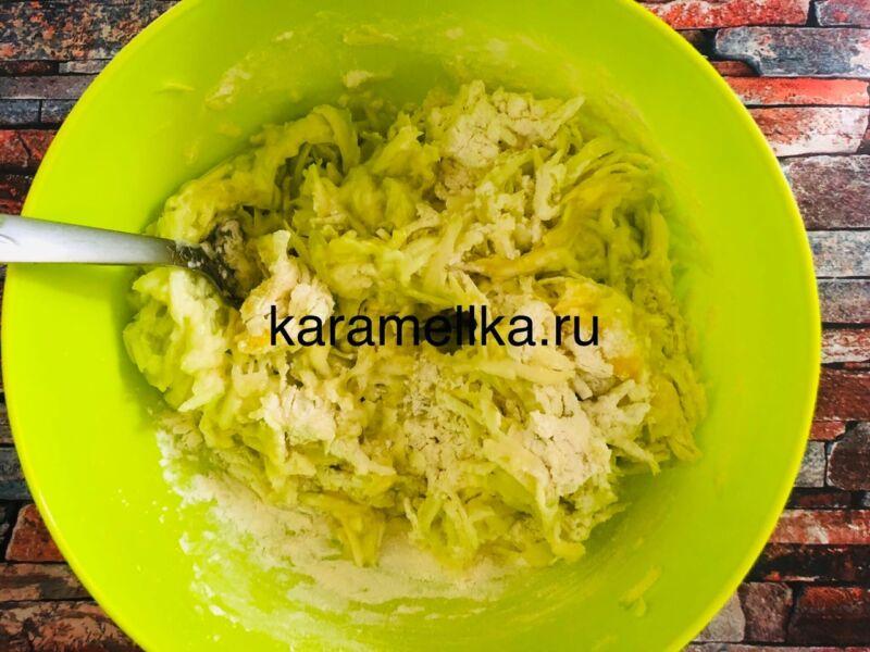 Самый вкусный рецепт оладьев из кабачков на сковороде этап 8