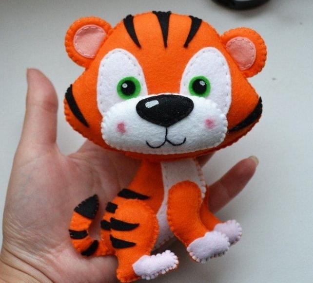 Поделки тигра на Новый год 2022 своими руками из подручных материалов этап 8